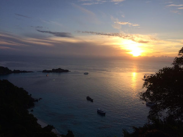 เป็นจุดชมวิวที่มองเห็นทิวทัศน์ได้สวยงามที่สุดบนเกาะสี่(เกาะเมี่ยง)
