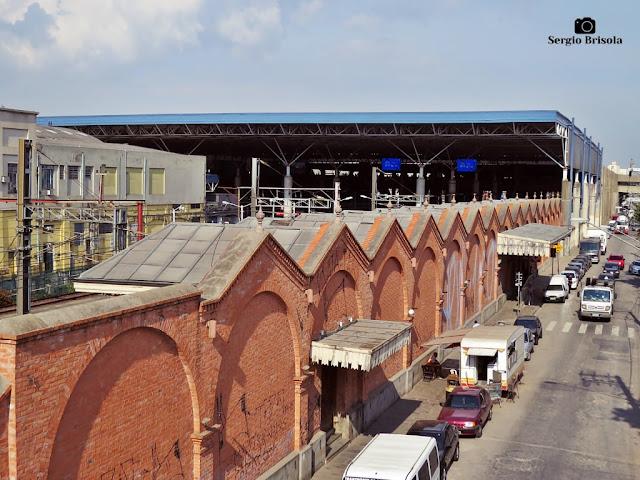 Vista ampla da fachada lateral da Estação Brás - CPTM - Brás - São Paulo