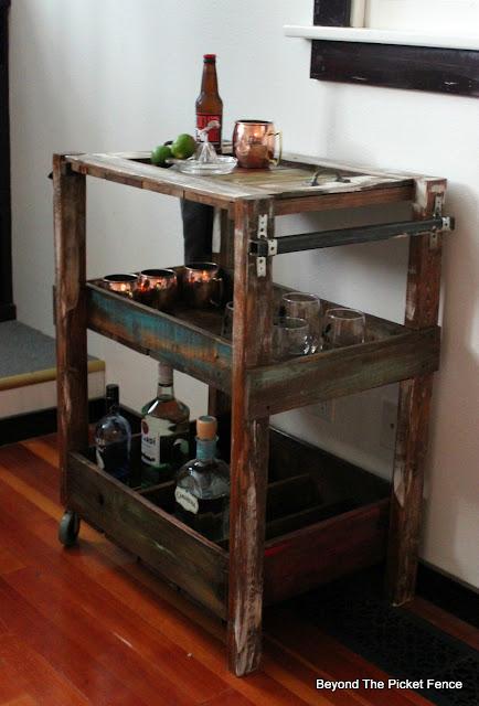 rustic, industrial, bar cart, pallet wood, salvaged wood, build it, reclaimed, http://goo.gl/vDoqBv