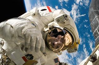 ISS Astronauts Tend to Their Zero-Gravity veggie Garden || Nasa Moon International Space Station Tracker