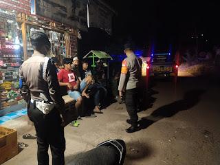 Kapolsek Curio Bersama Kanit Provost Ciptakan Keamanan Malam Hari Dengan Patroli Blue Light