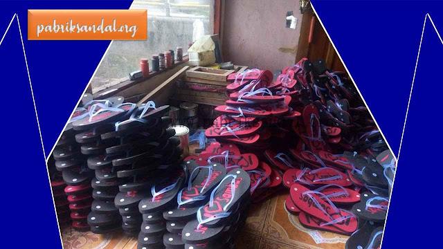 Proses Pembuatan Sandal Plong di Produksi oleh Pabrik Sandal Garut