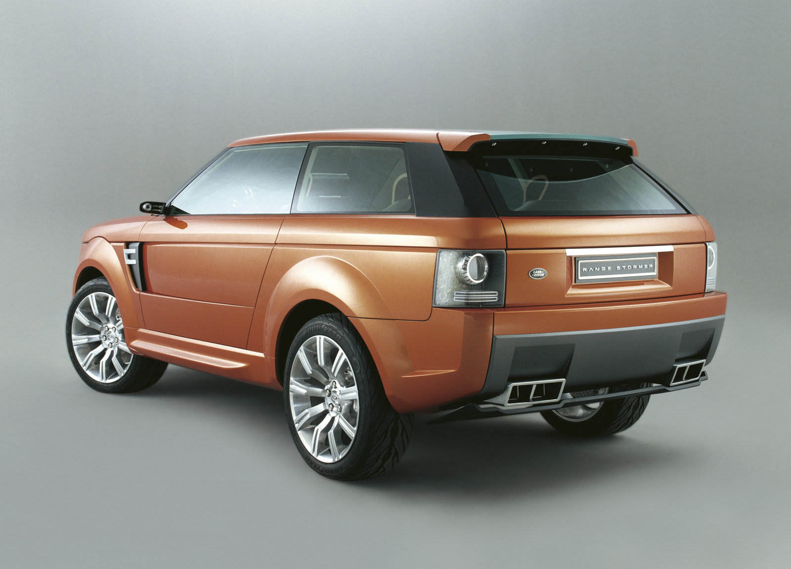land rover 39 svo division allegedly considering a two door range rover carscoops. Black Bedroom Furniture Sets. Home Design Ideas