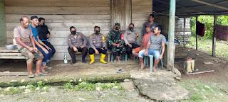 Kapolsek Keera Bersama Tiga Personel Lainnya Dan Babinsa Melaksanakan Patroli di Desa Awo