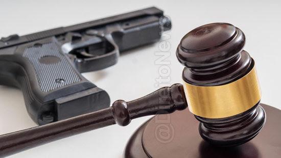 juiz suicidio tribunal protesto interferencia direito