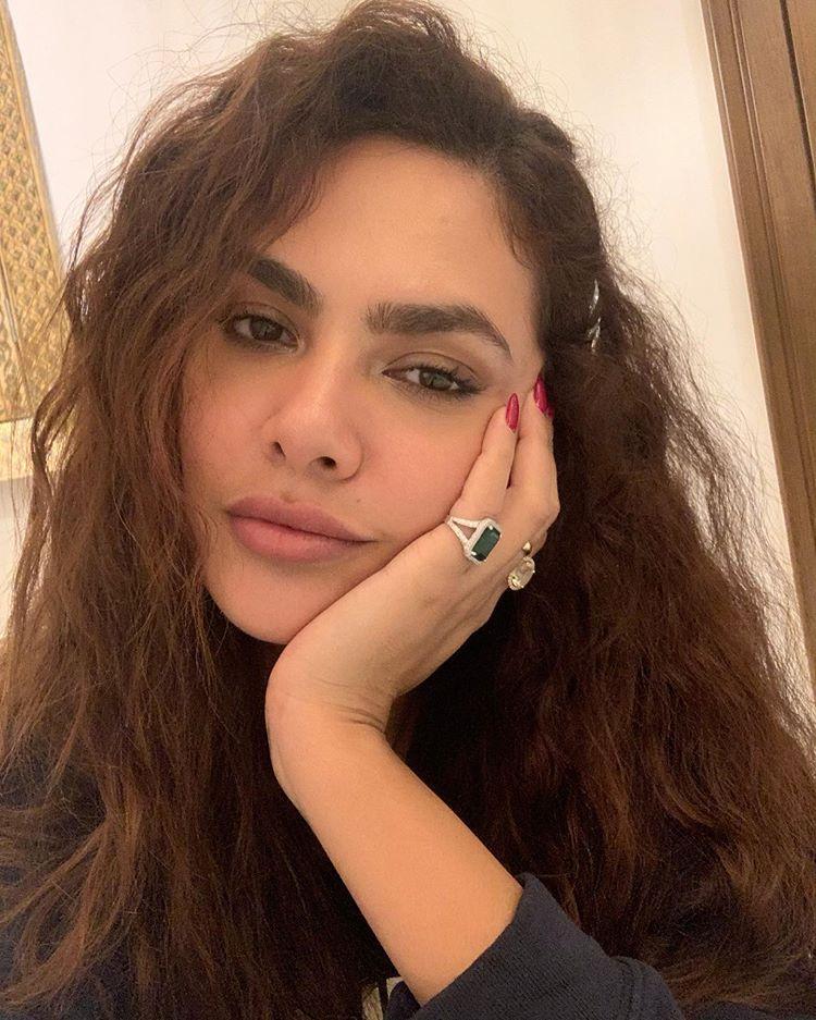 Bollywood Hot Images Esha Gupta