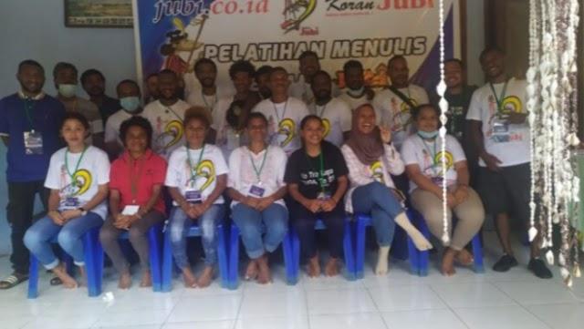 Hanya Orang Papua Sendiri yang Bisa Menulis Tentang Papua:Victor Mambor