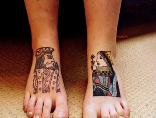 Kız ve papaz ayak dövmesi