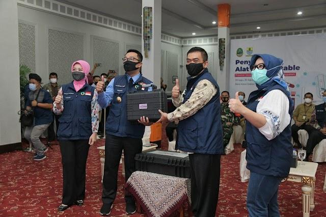 Percepat Pelacakan Kontak Erat,  Ridwan Kamil Serahkan PCR Portable kepada 27 Daerah
