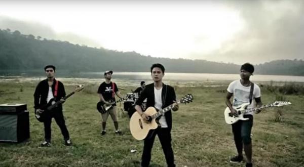 Lirik Lagu Dua Hati Motifora Band
