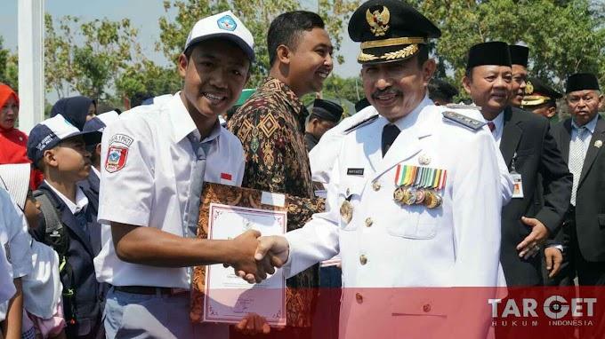 Bupati Haryanto Apresiasi Masyarakat Berprestasi Juga Dukung Program Sekolah Gratis