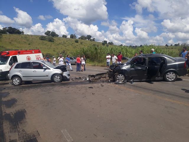 Acidente deixa cinco feridos na BR-491, em Muzambinho (Foto: Corpo de Bombeiros)