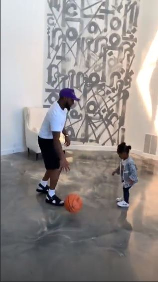 Davido Plays Basketball With His Daughter, Hailey In Los Angeles (VIDEO)