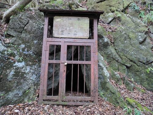 浅間神社鍾乳洞