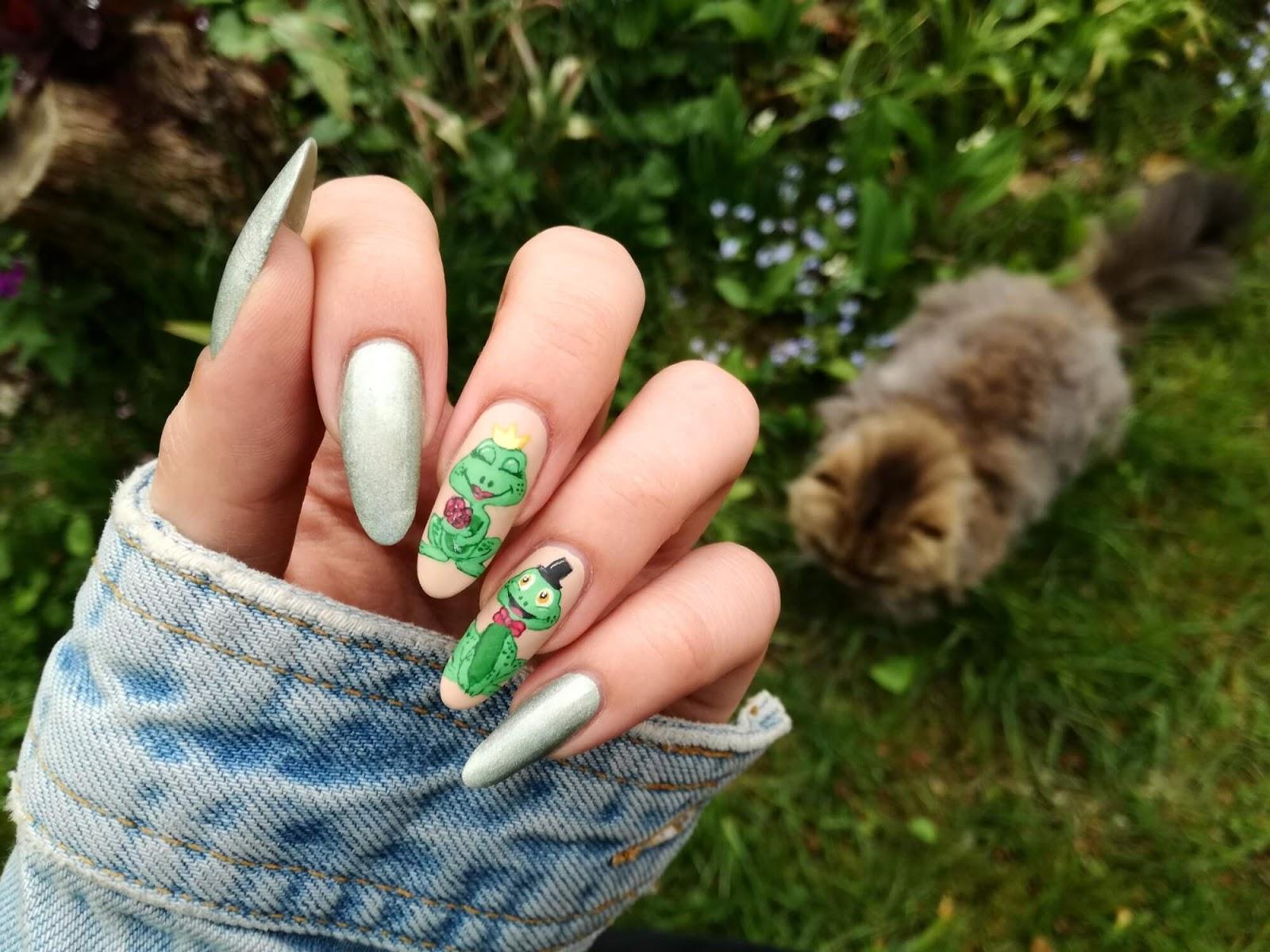 paznokcie żabki