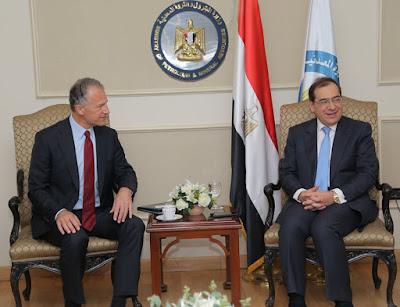 الوكالة الأمريكية للتجارة والتنمية والشركة المصرية القابضة للبتروكيماويات وقعا اتفاقية هامة .. تعرف عليها