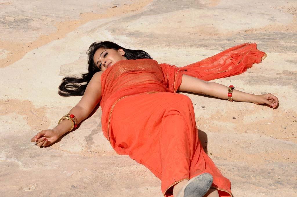Hot Armpits Photos Of Anushka Shetty In Orange Saree