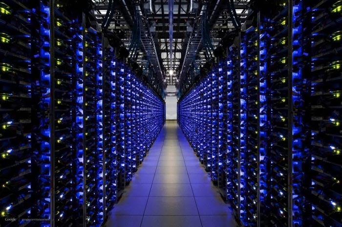 بث الانترنت ومسكنه الاصلي وسبب وجودك بيننا Google_DataCenter_Pe