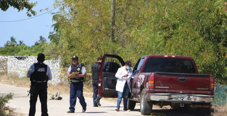 Localizan cuatro personas ejecutadas en una camioneta abandonada en Coyuca de Benítez, en Guerrero