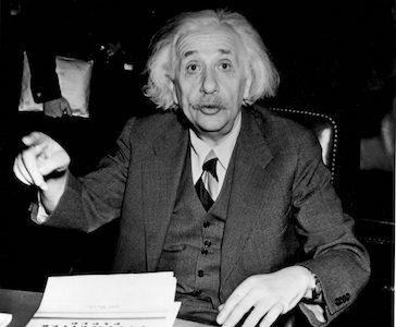 ماذا عرف البرت اينشتاين بلقب ابو القنبلة النووية