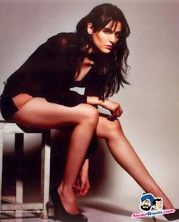 Mandana Karimi Long Sexy Legs