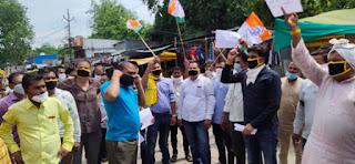 लोकतंत्र की हत्या करने के 100 दिन पूरे होने पर नगर के गांधी चौराहा पर शांतिपूर्ण विरोध प्रदर्शन किया