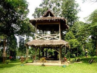 http://www.teluklove.com/2017/03/destinasti-objek-wisata-rumah-hutan-di.html