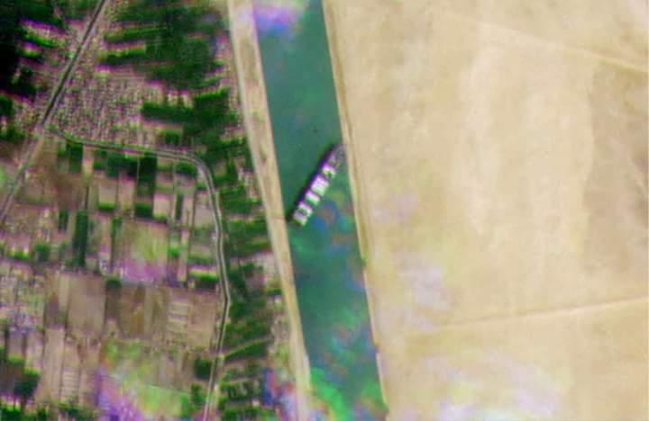 Kapal Mega Kontainer Kandas dan Melintang di Terusan Suez, Kerugian Capai 3 Miliar Dollar