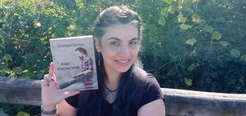 Stephanie Caroline, leitora voraz, que chega a consumir 6 livros por mês, acaba de lançar seu sétimo livro, Amor, Destino Final. O livro pode ser encontrado na Amazon, em formato digital e pelo Instagram da autora,