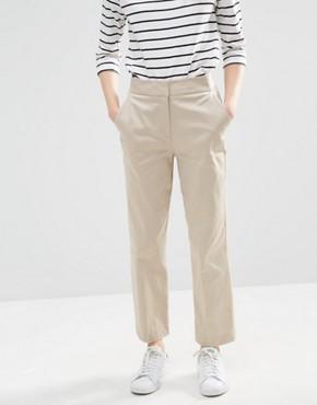 Indossare i pantaloni a vita alta  72183eeb726a