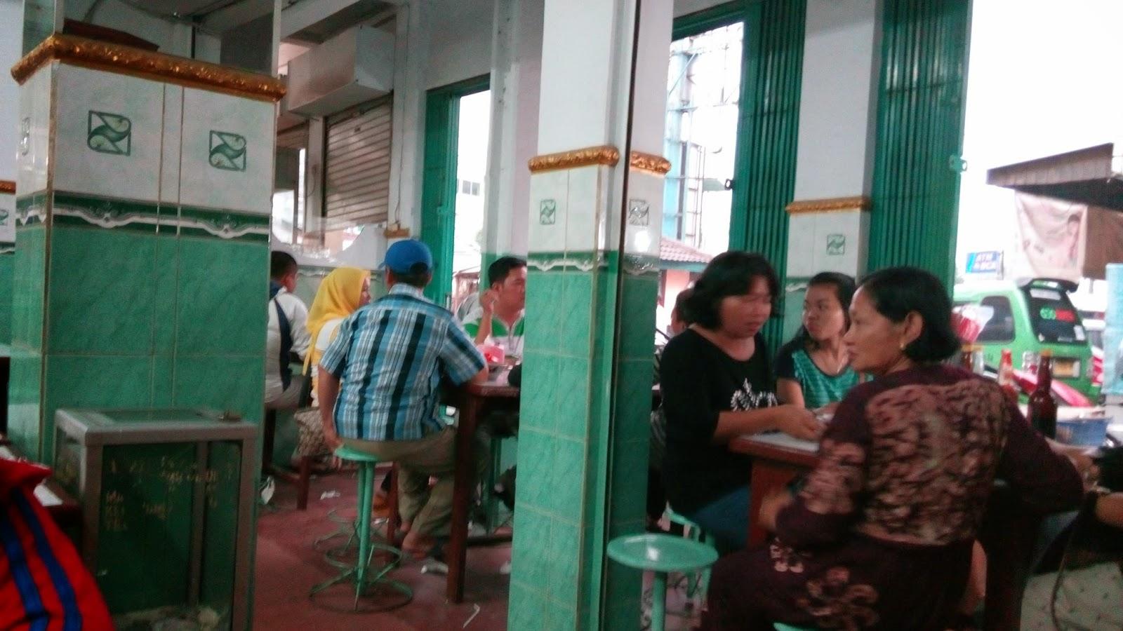 tempat makan bakso yang ramai di cibinong