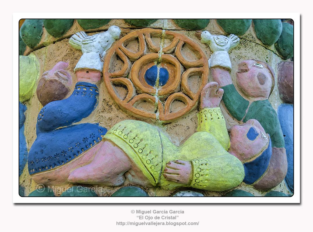 Detalle de Escultura Dedicada a la Pardela Cincenta.
