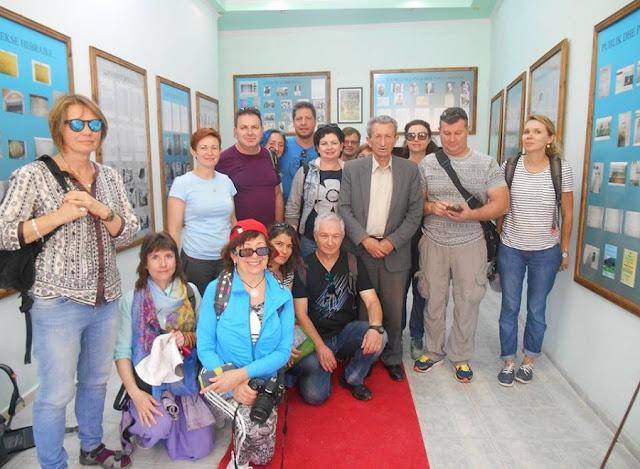 """Israeli tourists marvel at the """"Solomon"""" museum in Berat"""