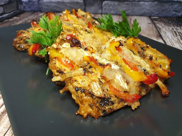 Filety z kurczaka zapiekane z warzywami i serem camembert