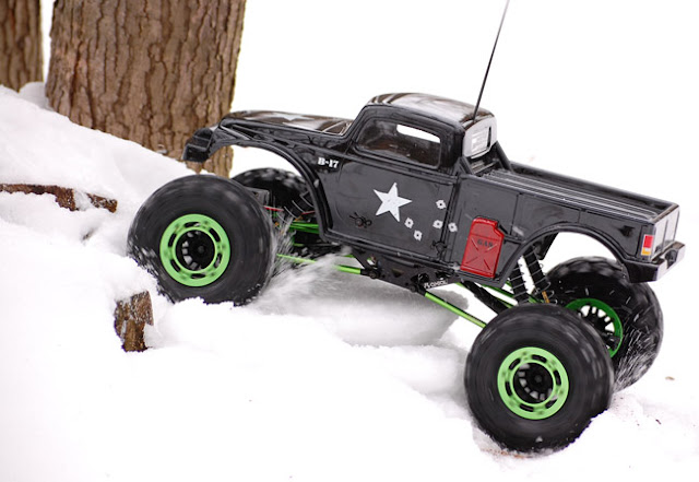 Axial AX10 snow crawling