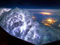 Subhanallah... Pemandangan Langka Ini dilihat Pilot Dari Kokpit Pesawat Terbang