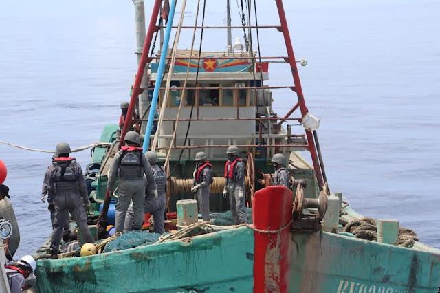Penyergapan Kapal Pencuri Ikan Vietnam  Oleh Kapal  Bakamla RI Berlangsung Tegang