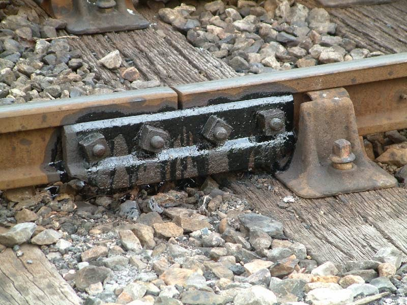 Vince's World: Ever wondered why Continuous Welded Rail doesn't need