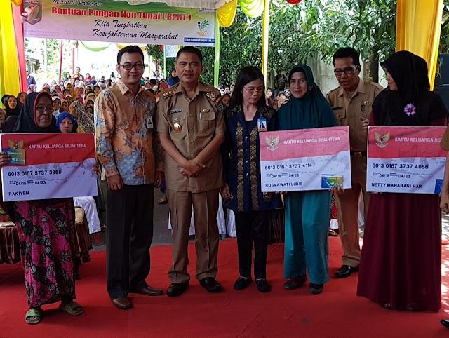 Bupati Asahan, H Taufan Gama Simatupang melauching program BPNT.