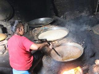 Membuat Minyak Kelapa dan Kemiri Sendiri