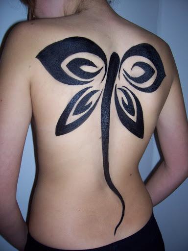 Tribal tatuagem de borboleta para as mulheres em volta