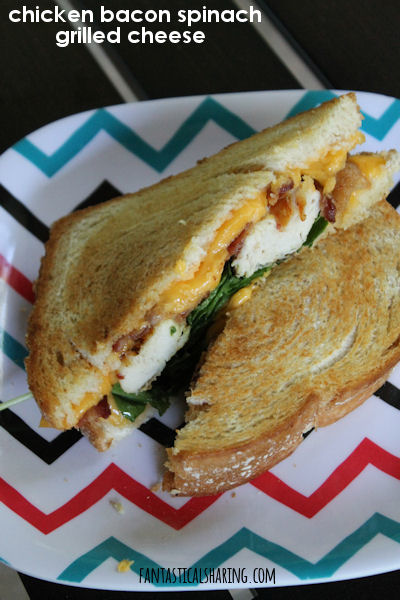 Chicken and Bacon Spinach Grilled Cheese // This hearty grilled cheese is loaded with bacon, chicken, spinach, and four slices of cheese! #recipe #grilledcheese #sandwich #chicken #bacon
