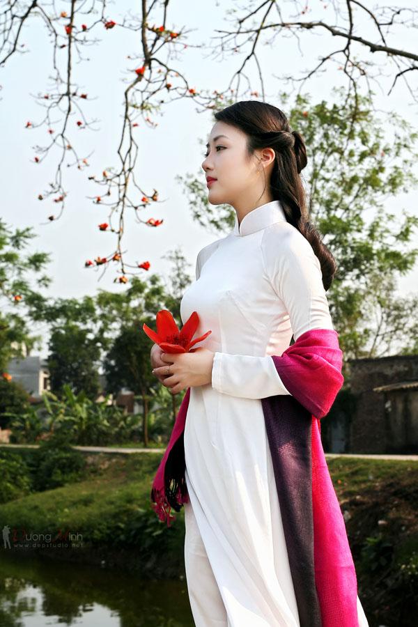 Vẻ đẹp áo dài truyền thống với mái tóc dài thuần Việt @BaoBua: Duyên