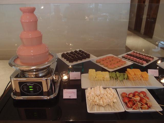 pink fondue
