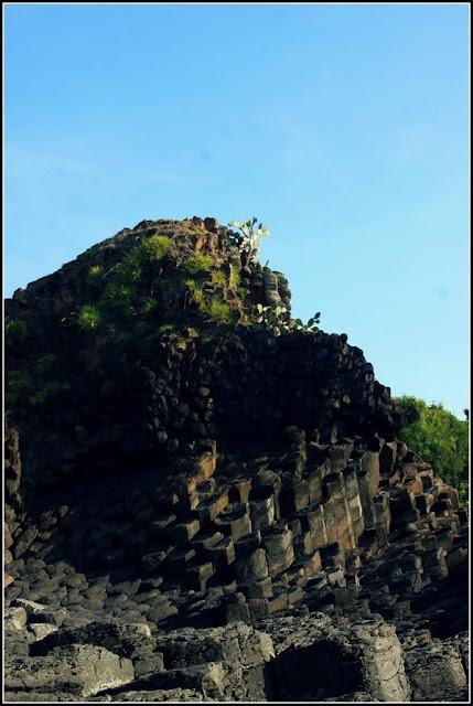 Cảnh đẹp tựa chốn bồng lai của các vách đá tại bãi Rạn