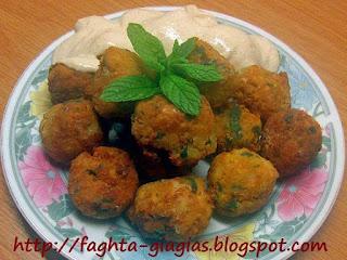 Ρεβυθοκεφτέδες με σος από ταχίνι και γιαούρτι - από «Τα φαγητά της γιαγιάς»