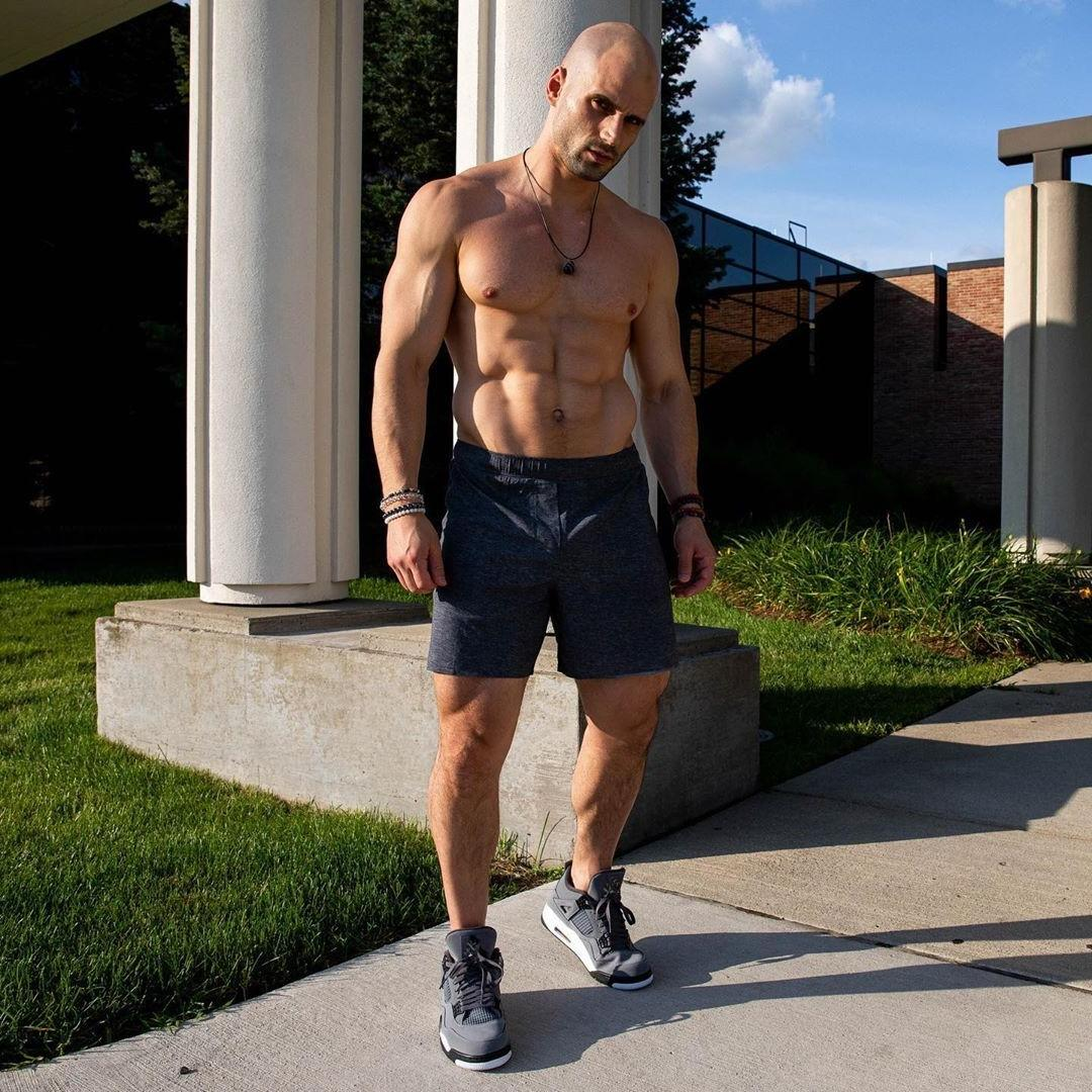 bald-shirtless-fit-daddy-hot-body-vline-dilf