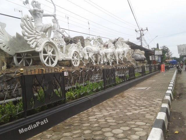 Patung Kuda Di Taman Kota Pati