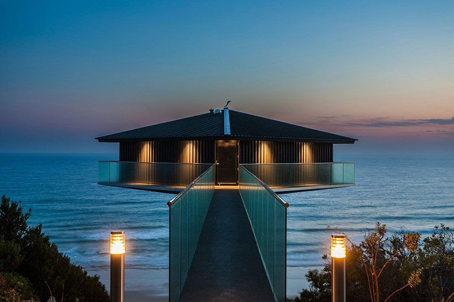 07-Lit-up-in-all-its-glory-F2-Architecture-Floating-Pole-House-Fairhaven-www-designstack-co