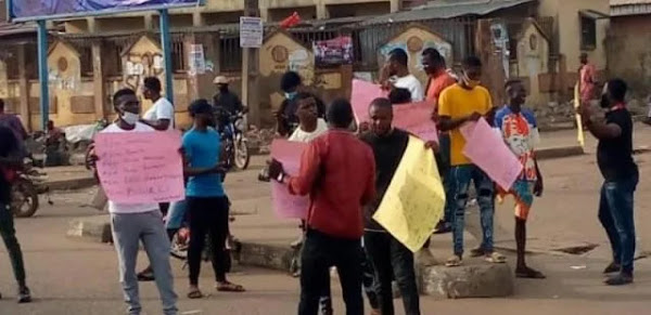 .[BREAKING] Protesters descended in Osogbo and Akure on June 12th.
